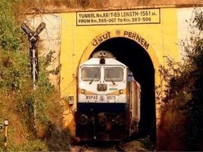 کاروار:سرنگ کھسکنے سےایک مہینے سے زیادہ بند پڑی کونکن ریلوے ٹریک دوبارہ کھل گئی