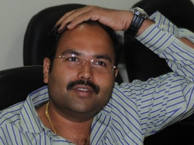 Former Minister Anand Astnotikar questioned in Bengaluru airport for carrying gun