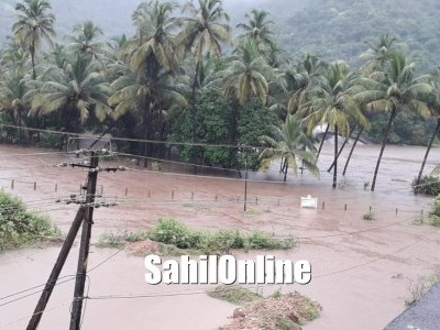 Heavy rains, wind continue to strike Coastal Karnataka; Boats anchored in Karwar, some witness damages in Karwar & Bhatkal