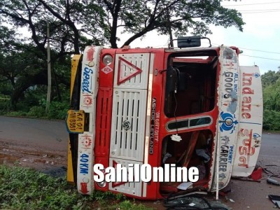 Gas filled tanker topples on Kumta NH-66, traffic affected