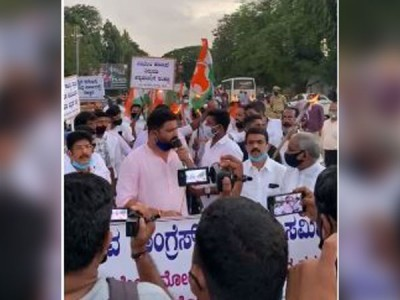 Youth Congress stages protest in Mangalore against passage of farm bills, Karnataka Land Reforms bill