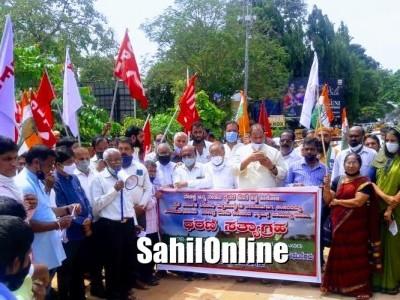جنوبی کینرا اور اڈپی میں 'کرناٹکا بند'کا ملا جلا ردعمل: مختلف شہروں میں احتجاجی مظاہرے، راستہ روکودھرنا۔ اڈپی میں %75 نجی بسیں سڑک پر نہیں اتریں