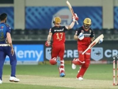 آئی پی ایل: ممبئی اور بنگلورو کے درمیان ہوا دل تھام لینے والا مقابلہ، سوپر اوور میں بنگلورو فتحیاب