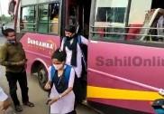 اُڈپی:   کورونا کو لے کر بسوں پر سماجی فاصلہ برقرار نہ رکھنے پر   ڈپٹی کمشنر نے  بسوں  پر سے طلبہ کو اُتارا،  عوام کی طرف سے  زبردست تنقید