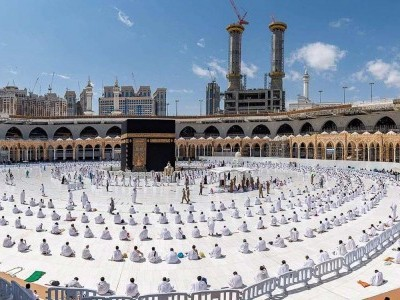 رمضان کے دوران حرم میں نمازیوں کی گنجائش ایک لاکھ اور معتمرین کی 50 ہزار کرنے کا فیصلہ