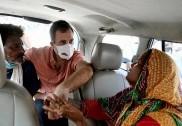 دہلی: ریپ کے بعد قتل کی گئی بچی کے اہل خانہ سے راہل گاندھی کی ملاقات، 'انصاف کے راستہ پر میں ساتھ ہوں'