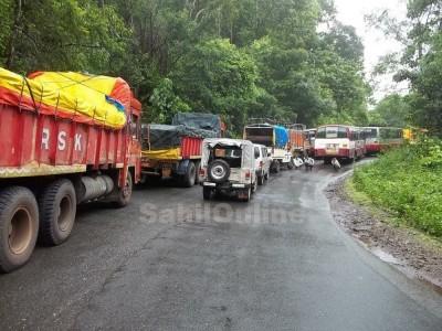 یلاپور : دو ہفتوں بعد اربیل گھاٹ پر بھاری گاڑیوں کے لئے دی گئی اجازت