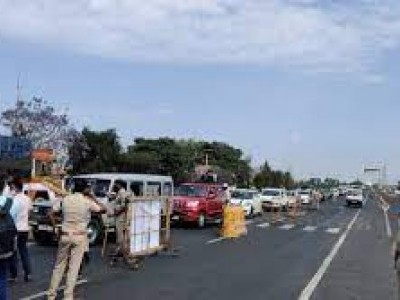 Karnataka's RT-PCR rule faces fierce opposition; highway traffic disrupted for 2nd day