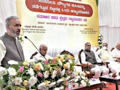 پارلیمانی اقدار میں گراوٹ پر سرکردہ شخصیات کا اظہار تشویش