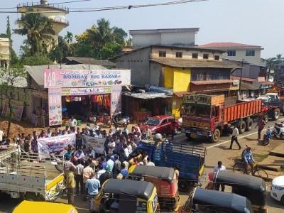 یلاپور میں پٹرول ، ڈیزل کی قیمتوں میں اضافے کےخلاف لاری مالکان تنطیموں کا احتجاج