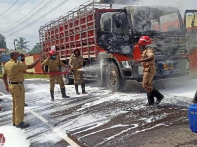 Truck carrying LPG cylinders catches fire in Kerala