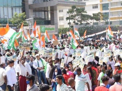 Congress leaders detained after trying to lay siege to Raj Bhavan in Bengaluru