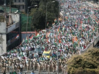Congress workers, farmers protest against farm laws in Bengaluru