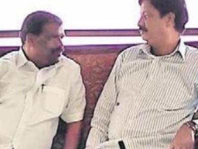 ایک بار پھر کرناٹک میں ریسارٹ کی سیاست شروع، برگشتہ وزراء اور اراکین اسمبلی کی خفیہ میٹنگ وزیر اعلیٰ کیلئے درد سر