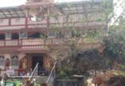 منگلورو میں پیپل کا درخت گرنے سے تین موٹر گاڑیوں کو پہنچا بھاری نقصان