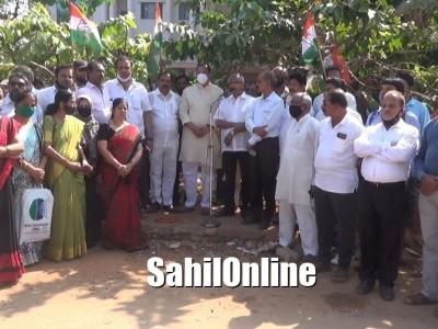 ಕೇಂದ್ರ ಬಿಜೆಪಿ ವಿರುದ್ಧ ಮಂಗಳೂರಿನಲ್ಲಿ ಕಾಂಗ್ರೆಸ್ ಪ್ರತಿಭಟನೆ