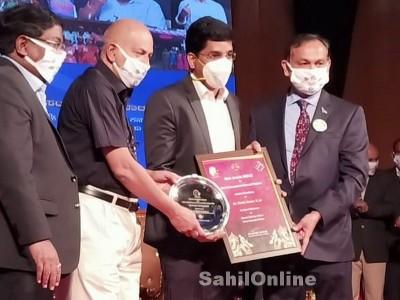 ಕಾರವಾರ: 'ಡಿಸಿ, ಎಡಿಸಿ'ಗೆ ಅತ್ಯುತ್ತಮ ಚುನಾವಣಾಧಿಕಾರಿ ಪ್ರಶಸ್ತಿ ಪ್ರಧಾನ