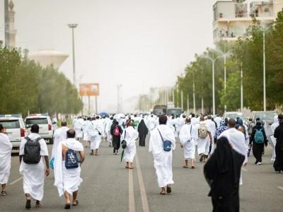 Pilgrims ascend on Arafat for climax of Hajj