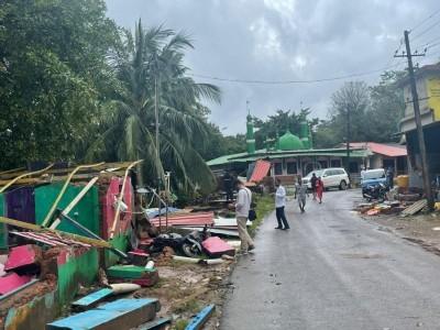 Heavy rains batter Karnataka, houses collapse in Kadra, Mallapura and parts of Karwar in Uttara Kannada; Bhatkal Tanzeem delegation visits affected areas