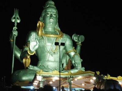 مرڈیشور: مندر کے احاطہ میں موجود شیو کی مورت کو ملا