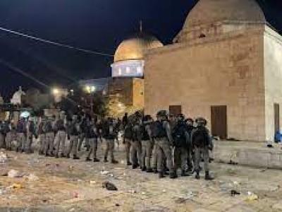 نمازِ جمعہ کے لیے مسجد الاقصیٰ پہنچے مسلمانوں پر اسرائیلی فوج کا حملہ، کئی نمازی زخمی