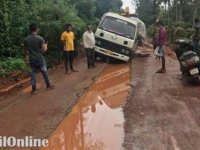 بھٹکل میں موسلادھار بارش کا سلسلہ جاری؛ چھ مکانوں کو نقصان؛ بعض راستوں کی حالت بد سے بدترہونے پر عوام سخت پریشان