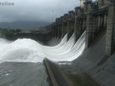 کاروار: مسلسل بارش کی وجہ سے کدرا ڈیم میں پانی کی سطح بڑھ گئی ۔ اضافی پانی چھوڑنے پر نشیبی علاقوں میں خطرہ ۔ اسسٹنٹ کمشنر اور دیگر افسران نے لیا جائزہ