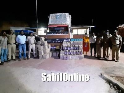جوئیڈا کے انموڑ چک پوسٹ پر 9لاکھ روپئے مالیت کی غیر قانونی شراب سمیت سواری ضبط : ڈرائیور فرار