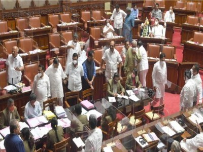 K'taka: Congress stages walkout during tabling of budget by CM