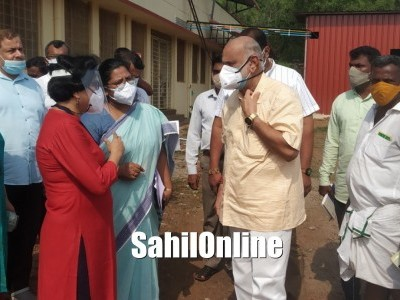 Uttara Kannada District Incharge Minister Shivaram Hebbar visits Bhatkal Government Hospital