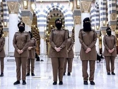 مسجد الحرام میں پہلی مرتبہ خواتین سیکیورٹی اہلکار تعینات
