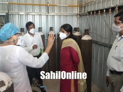 Uttara Kannada ZP CEO Priyanga M visits Bhatkal Government Hospital