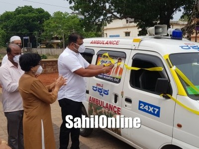 Bhatkal MLA Sunil Naik inaugurates 24x7 ambulance service for COVID infected patients