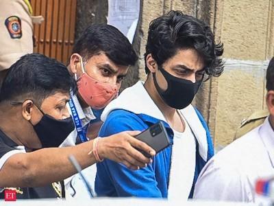 شاہ رُخ خان کے بیٹے آرین خان کی حمایت میں شیوسینالیڈرپہنچے سپریم کورٹ