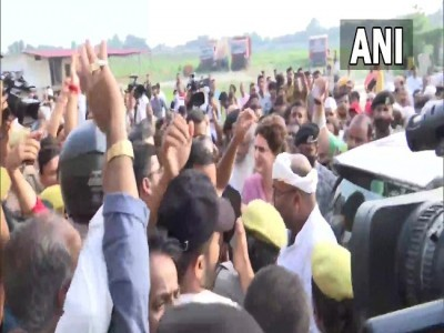 Priyanka Gandhi allowed to proceed to Agra by UP police