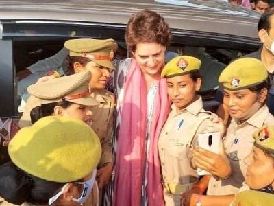 اگر میرے ساتھ تصویر لینا گناہ ہے تو اس کی سزا بھی مجھے ملے: پرینکا گاندھی