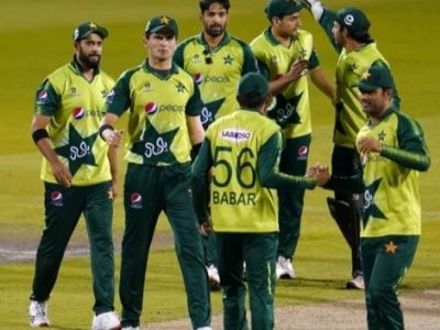 T20 WC: Pak name 12-member squad for India game, Hafeez and Malik included