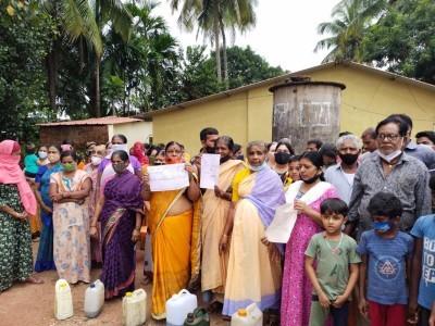 انکولہ : ہندوشمشان بھومی اتی کرم معاملہ کو لے کرمکینوں نے کیا احتجاج، کہا؛ مکینوں کو نکالا گیاتو کرلیں گے خودکشی