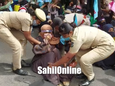 Bengaluru: Police resort to mild lathi-charge on students protesting against NEP