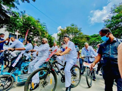 Congmen pedal their way to Vidhana Soudha to protest against fuel price hike