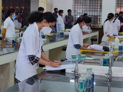 SC notice to Centre on PG doctors' plea against last-minute changes in exam pattern of NEET-SS