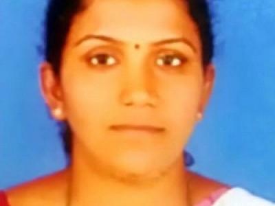 کارکلا : خاتون لیکچرار نے پھانسی کا پھندا لگا کر خودکشی کر لی