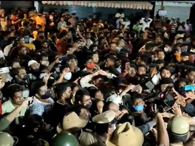 بنگلورو: 5سالہ بچی کی عصمت پر حملہ،  مقامی لوگوں کا پولیس تھانہ پر احتجاج