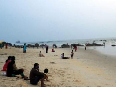 Udupi: Three Shivamogga students rescued from drowning at Malpe beach