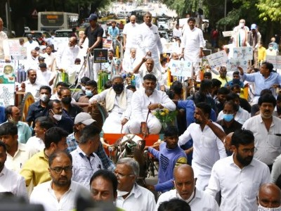 Congress stages ''Tanga'' protest against price rise