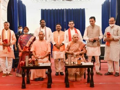 یوگی کابینہ کی توسیع ، جیتن پرساد سمیت سات نئے وزراء کی حلف برداری